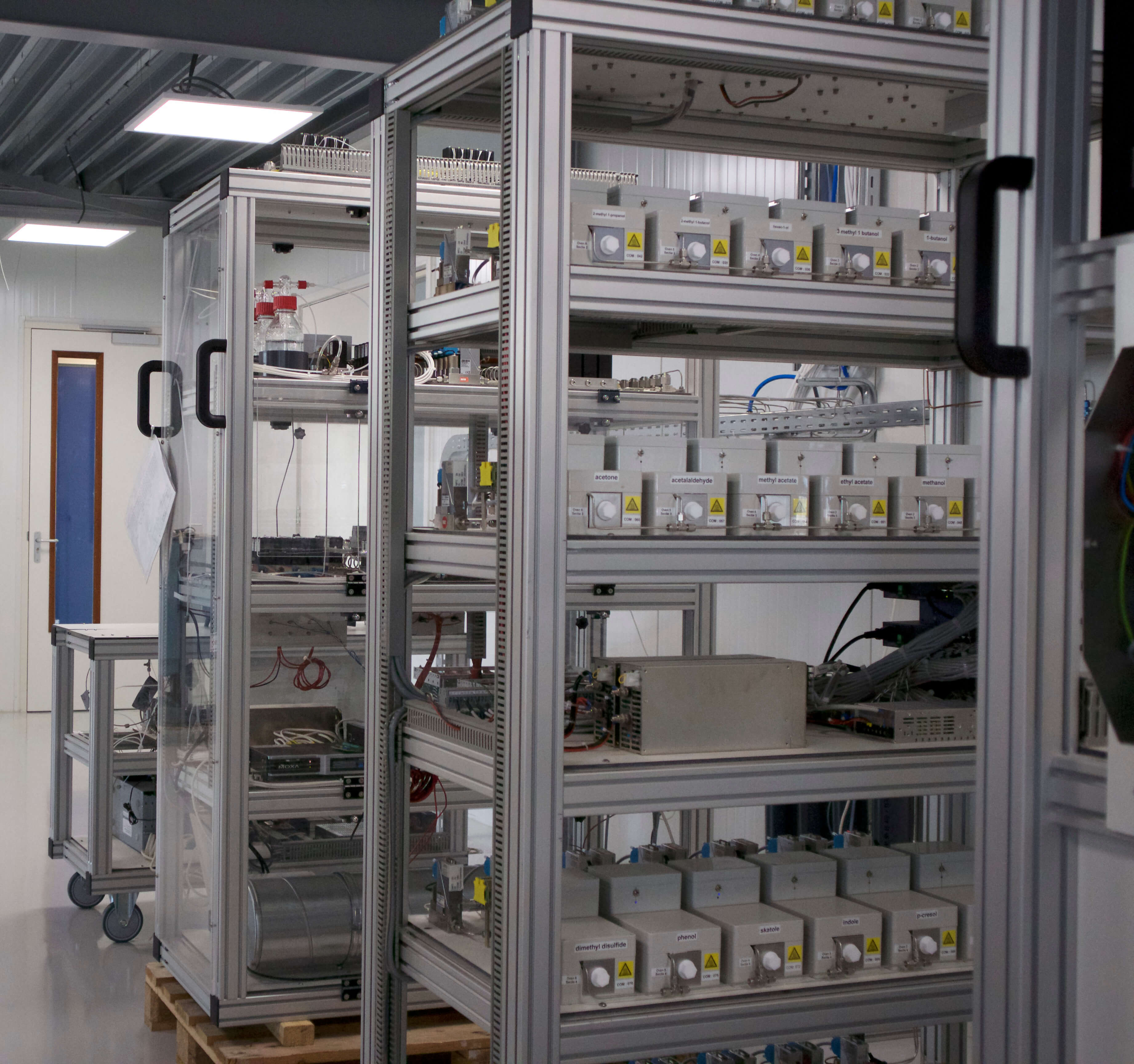 Environmental Monitoring Systems (EMS) B.V. Laboratorium equipment